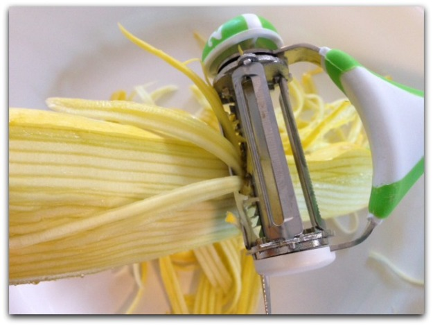 The World's Greatest 3-in-1 Rotational Tri-Blade Peeler Julienne Blade Making Summer Squash into Veggie Pasta