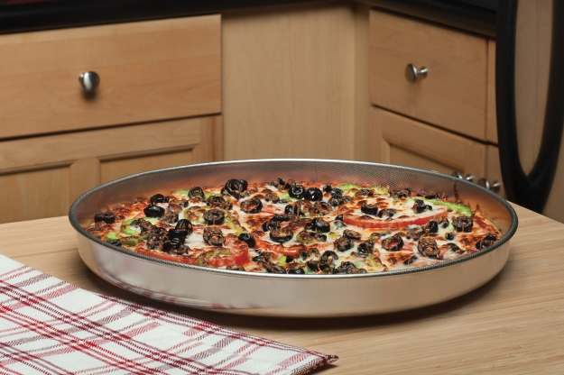 Fante's Cousin Serafina's Micro-Textured Pizza Pan